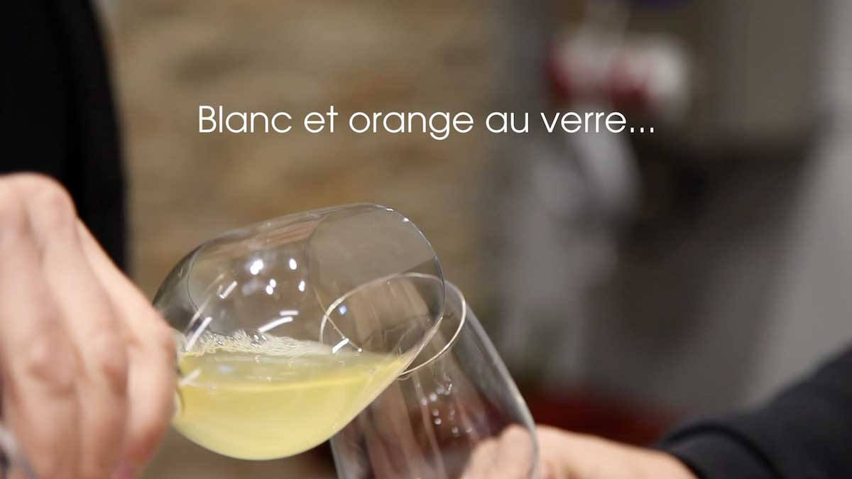 blanc et orange au verre